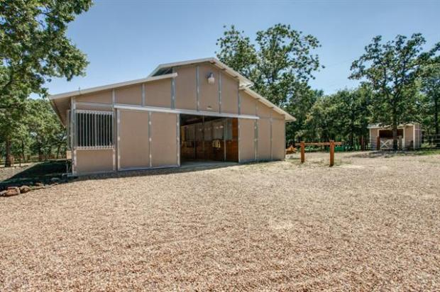 4 Stall Barn complete with wash rack, tack room, fly spray syste