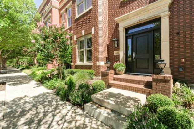 1528 Main Street. Premier Location in Southlake Town Center. Wal