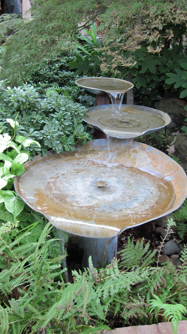 birdbath-among-greenery-northeast-2