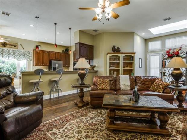 1336EdmontonDr-Lewisville-TX-HuffinesMiddleSchool-LewisvilleHighSchool-RealEstate-HomesforSale-JayMarksRealEstate-Website-Blog-90011ba