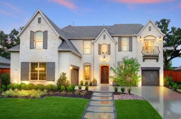 BrittonHomes-WichitaEstates-HighlandOaks-NewConstruction-HighlandVillage-TX-NewHomes-RealEstate-JayMarksRealEstate-JayMarks-Blog-HighlandOaksModel_exteriornight_cropped
